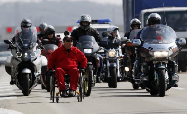 Milé Stojkoski, le sportif handicapé macédonien, sur la route de Londres