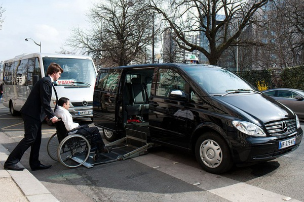 des taxis parisiens r compens s pour leur accessibilit infos vivre fm la radio du handicap. Black Bedroom Furniture Sets. Home Design Ideas