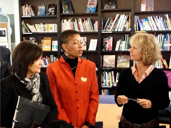 Les ministres Marie-Arlette Carlotti et George Pau-Langevin se sont rendues dans un lycée de Paris pour présenter le groupe de travail sur la professionnalisation des accompagnants