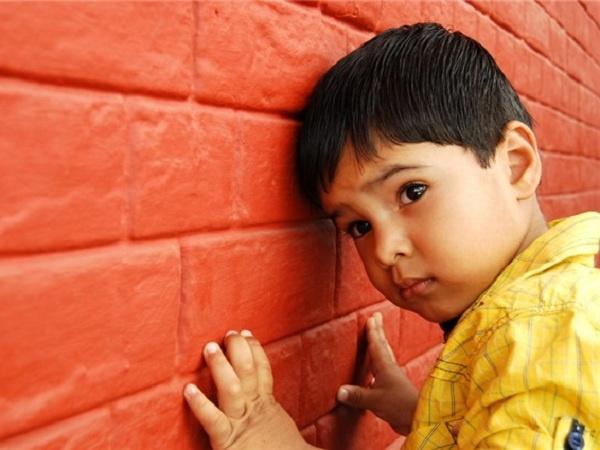 Les enfants atteints d'autisme seraient plus imprégnés de métaux lourds que les autres enfants.