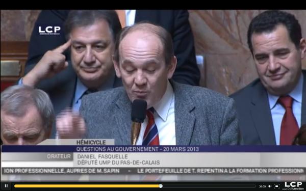 Daniel Fasquelle interroge le ministre de l'Education Nationale sur l'amendement du socialiste Michel Ménard.