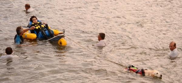 De mai à septembre, l'association A l'eau Terre-Neuve Gironde propose des baignades quelque soit le type de handicap