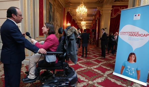 Interview de François Hollande au micro de Vivre fm à l'issue de la CNH (c)Présidence de la République