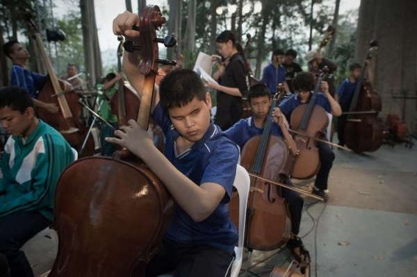 Thai Blind Orchestra dans le parc national Khao Yaï (source AFP)