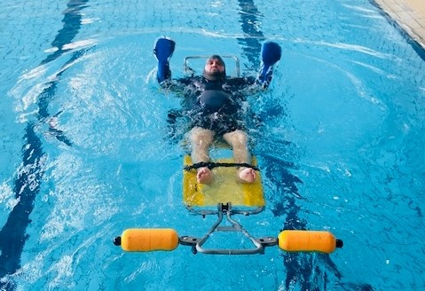 Tony Moggio s'entraîne dans une piscine - juin 2018